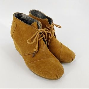 Toms brown suede wedge ankle lace up boots